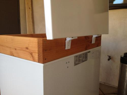 Removed lid screws, re-install on wood collar